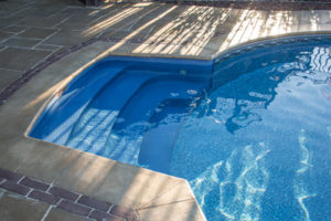 Vinyl-liner-pool-construction-sonco-pools-rockford-il