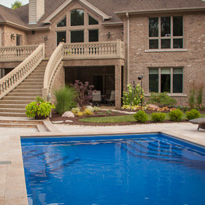 fiberglass-swimming-pool-with-entry-steps