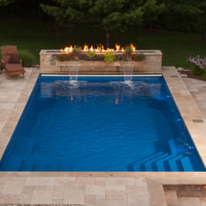 fiberglass-swimming-pool-with-fire-feature-in-rockfrod-il