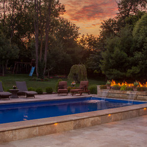 fiberglass-swimming-pool-with-fire-feature-in-rockfrod-il