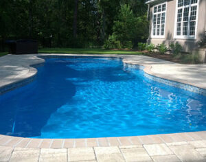 swimming pool contractor Milwaukee WI